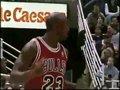 视频:乔丹连续两个神速变向 对手无计可施