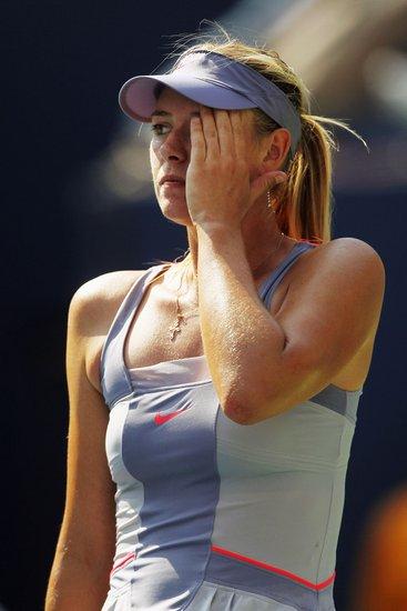 莎拉波娃60次惊人失误 苦斗三盘落败无缘16强