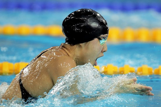 女子100米蛙泳季丽萍后程发力夺冠 陈慧佳第3