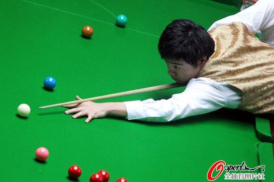 斯诺克男团:丁俊晖独取两分 中国胜印度卫冕
