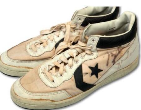 乔丹84年奥运战靴被拍卖 19.3万美金创新纪录