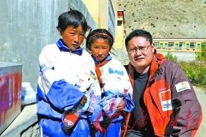 地球第三极大行动:广州亚运会旗在珠峰飘扬