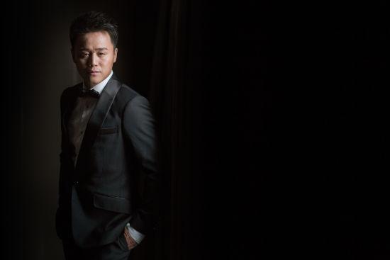 奥运冠军胡佳完成华丽转身 成节能企业董事长