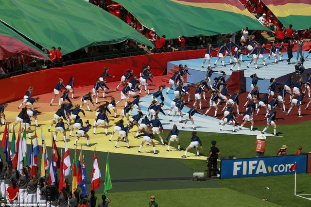 加拿大女足世界杯开幕式 麦克拉克兰精彩献唱