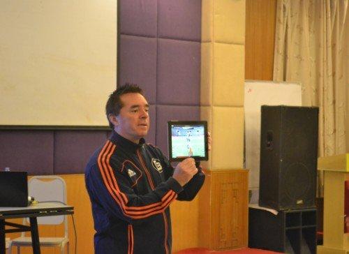 汤姆拜尔:让孩子享足球快乐 家长培养成趋势