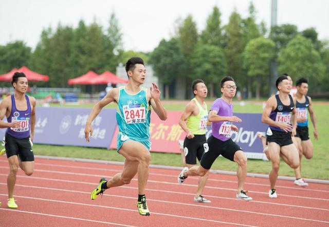 学运会谢震业200米20秒39夺冠 再次成就双冠王