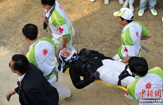 坠马选手已下地走动 中国骑手抱怨赛马不好骑