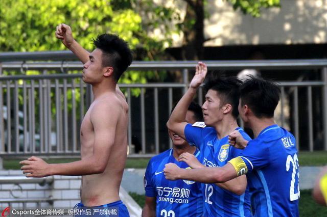 足协杯-苏宁1-0淘汰最牛村队 戈伟98分钟绝杀