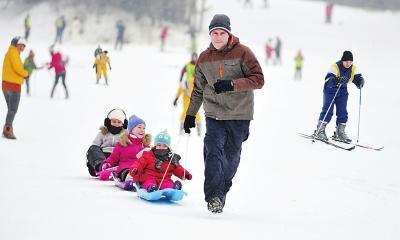 黑龙江举办快乐冰雪季:市民可免费滑冰滑雪图片