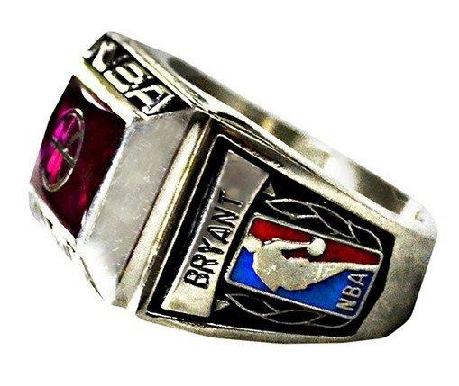 科比双亲拍卖飞侠球衣戒指 款项半数捐赠慈善
