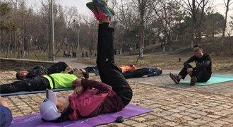 腾讯跑步训练营:虐腹!美女教练指导核心训练