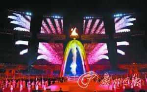 火炬点燃,圣火熊熊燃烧,广州亚运会开幕啦!