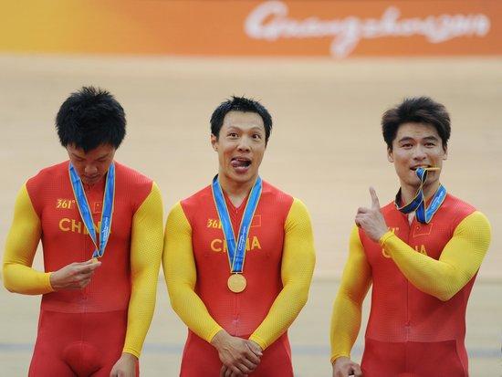 场地自行车男团竞速-中国队力压日本夺得金牌