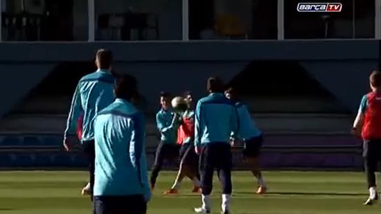 【视频】巴塞罗那足球队?橄榄球队?手球队?-巴萨球员控球技巧视图片