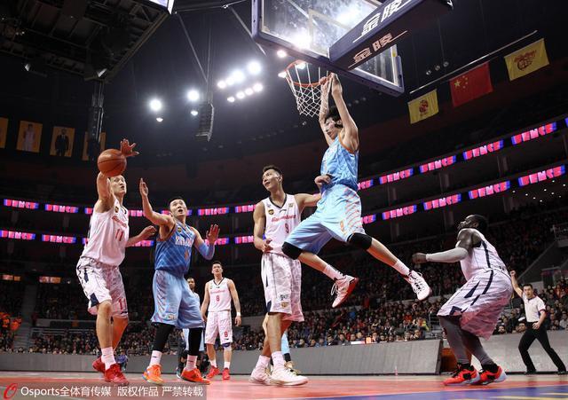 四NBA球探现场观看周琦比赛 马刺火箭皆有意?