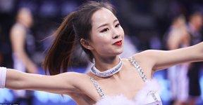 高清:篮球宝贝白色纱裙献热舞 大秀性感身材
