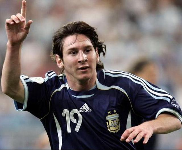 在德国上演世界杯首秀的梅西收获处子球图片