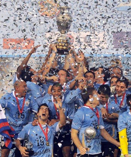 乌拉圭夺冠引领足坛风暴 南美足球迎纪律时代