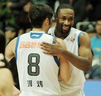 阿里纳斯复出砍37分 上海胜新疆