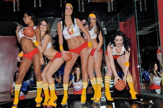 性感女郎组建篮球联盟 对抗停摆勾引NBA球员