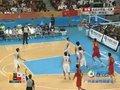 视频:男子篮球小组赛 朱芳雨上演飞天绝技
