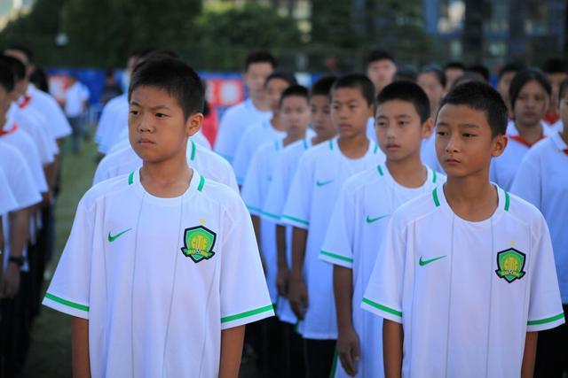 国安首家校园足球基地成立 期待培养优秀人才