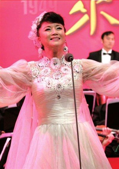 吴春燕公益演唱捐助女生图片