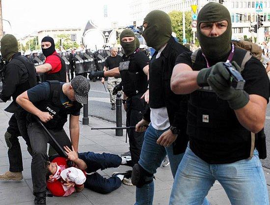 欧洲杯波俄球迷爆发冲突 警方介入数人受伤