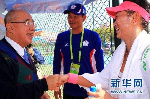 吴伯雄观看亚运会网球比赛