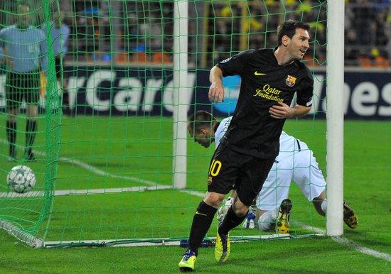 欧冠-巴萨客场5-0 梅西2球平传奇比利亚传射