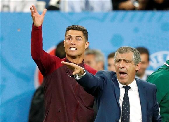 葡名宿:C罗欧洲杯决赛瞎指挥 他非合格领袖