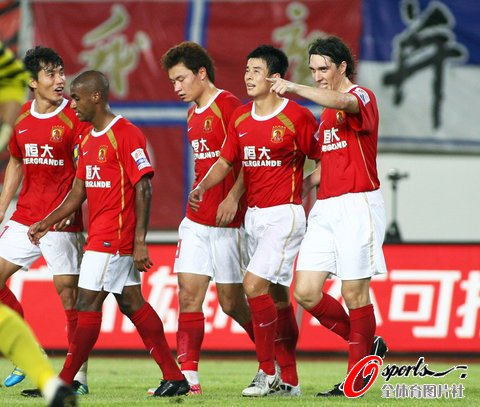 广州4-0成都 穆里奇克莱奥进球吴坪枫两助攻