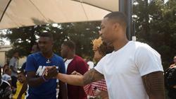 利拉德回馈家乡举办野餐活动 与居民互动不带保安
