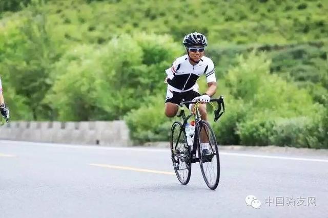 残疾人运动员圆梦 独腿独臂骑行19天到拉萨