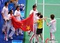 羽球女团夺冠激动庆祝