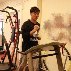 田亮晒跑步健身照 网友:太瘦了多吃点