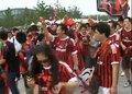 视频:超级杯点燃球迷激情 双方拥趸赛前游行