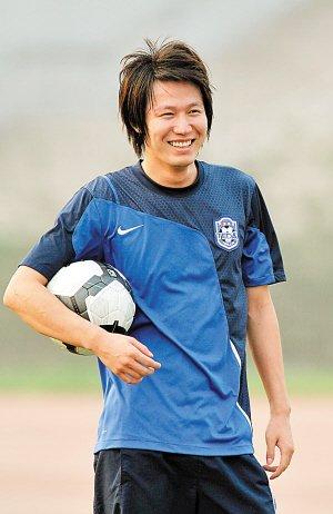 马磊磊伤愈归队 训练赛大演连过数人破门好戏