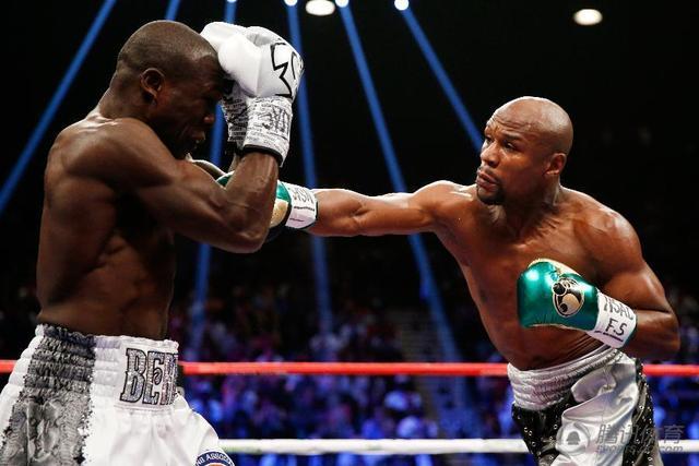 梅威瑟没重拳4年无KO 他靠秀下限骗了全世界
