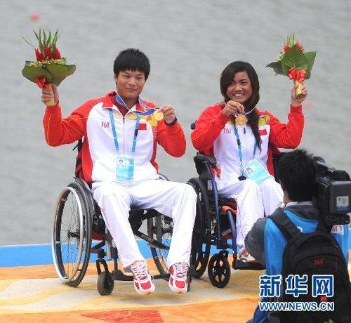 中国选手包揽赛艇项目金牌