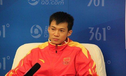 劳义曝20岁练短跑大器晚成 坦言不是中国英雄