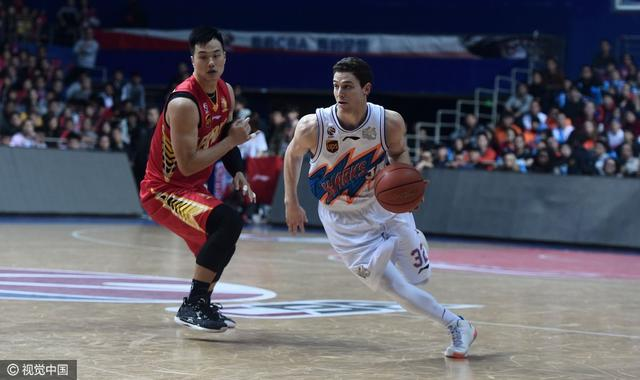 上海苦战3分胜深圳2-1夺赛点 弗雷戴特33+14