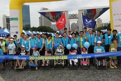 首尔举行马拉松赛 以支持平昌申办2018冬奥会