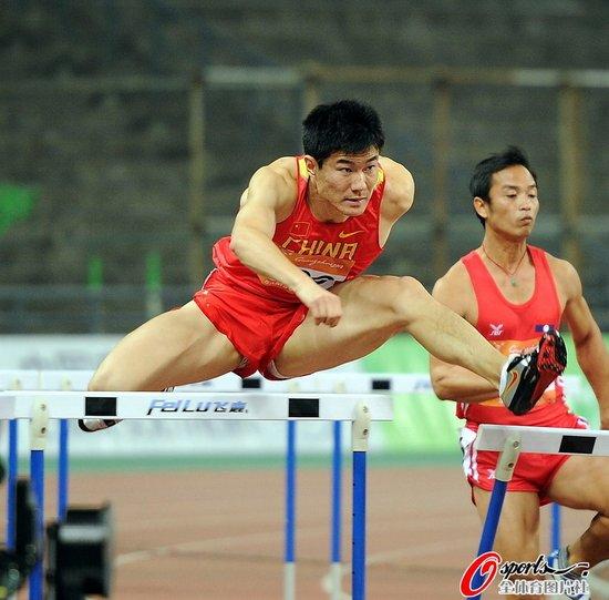 亚运男子110米栏预赛刘翔小组第一跻身决赛