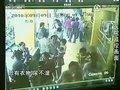 视频:监控实拍黑衣女医院弃婴全过程