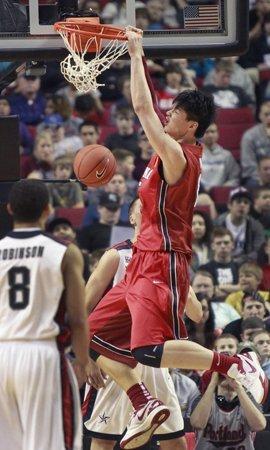 身价2000万王哲林低调:想打NBA 不做姚明第二