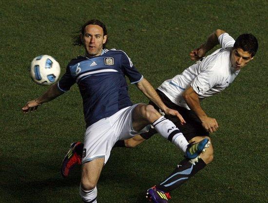 两大旷世废柴比拼愚蠢 输点球阿根廷应该庆幸