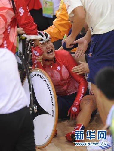 自行车女子计分赛发生撞车事故 部分选手因伤退赛(5)