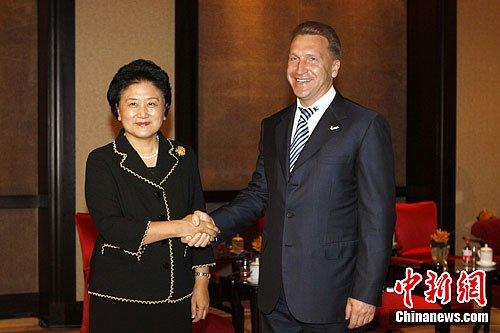 刘延东会见出席大运会闭幕式的外国领导人