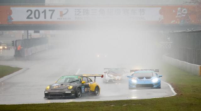 泛珠赛雨中落幕 铭豪车队蒲沭第三名登领奖台
